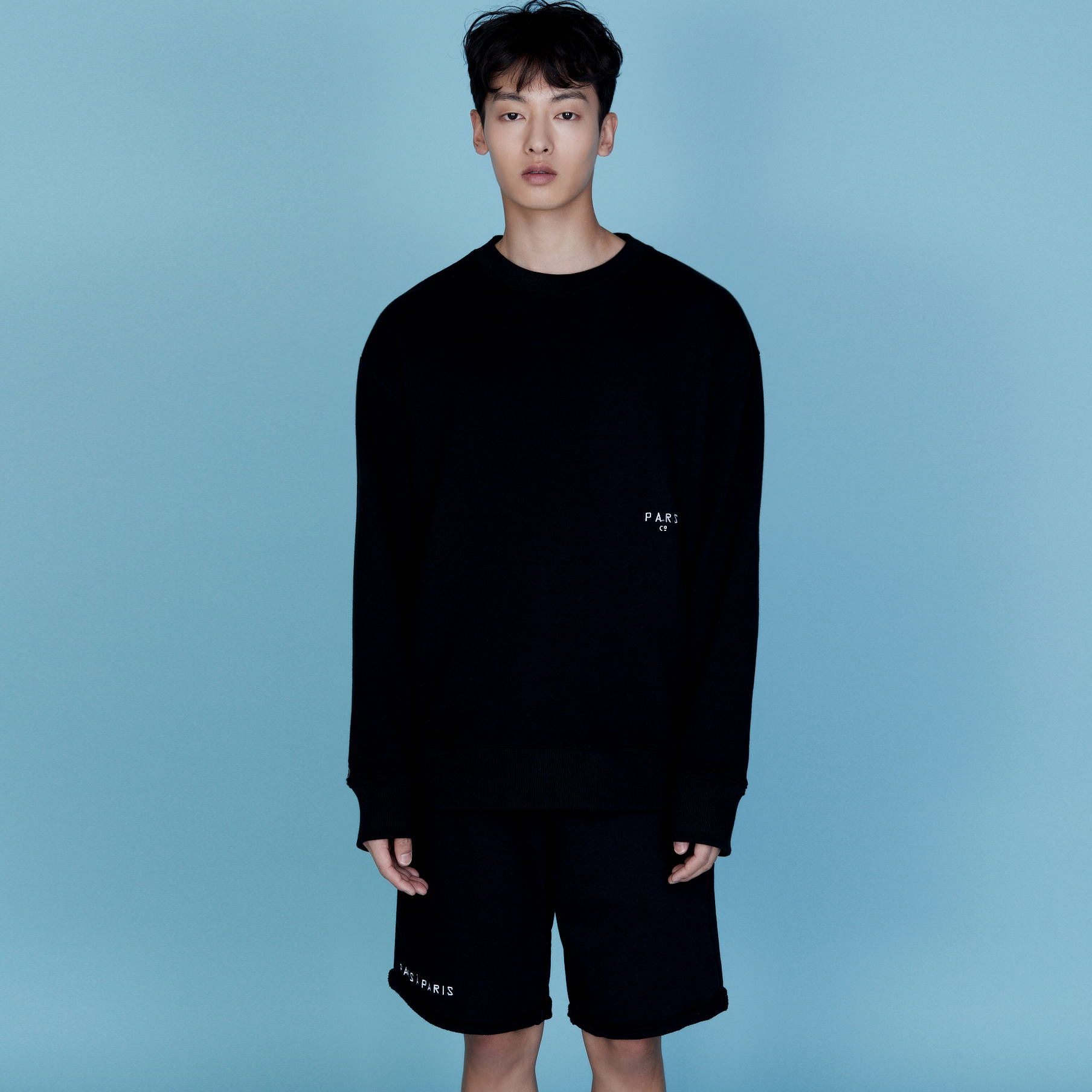 QUATRE BLACK SWEATSHIRT
