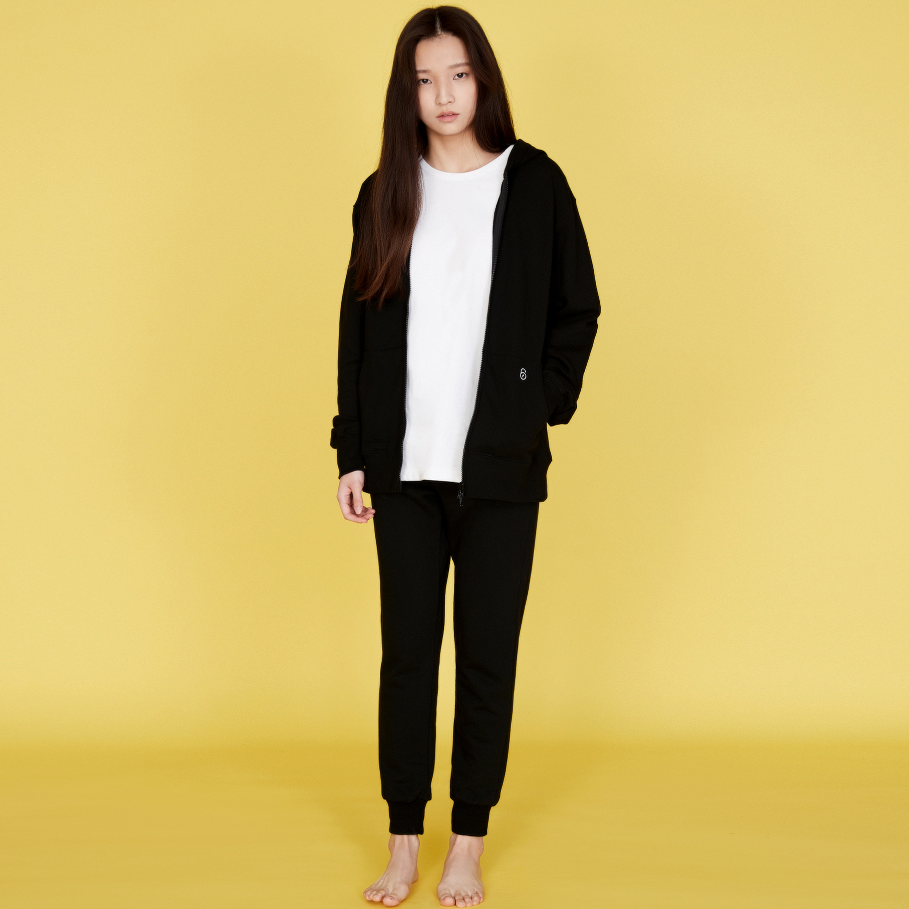 QUATRE BLACK LONG SWEAT PANTS