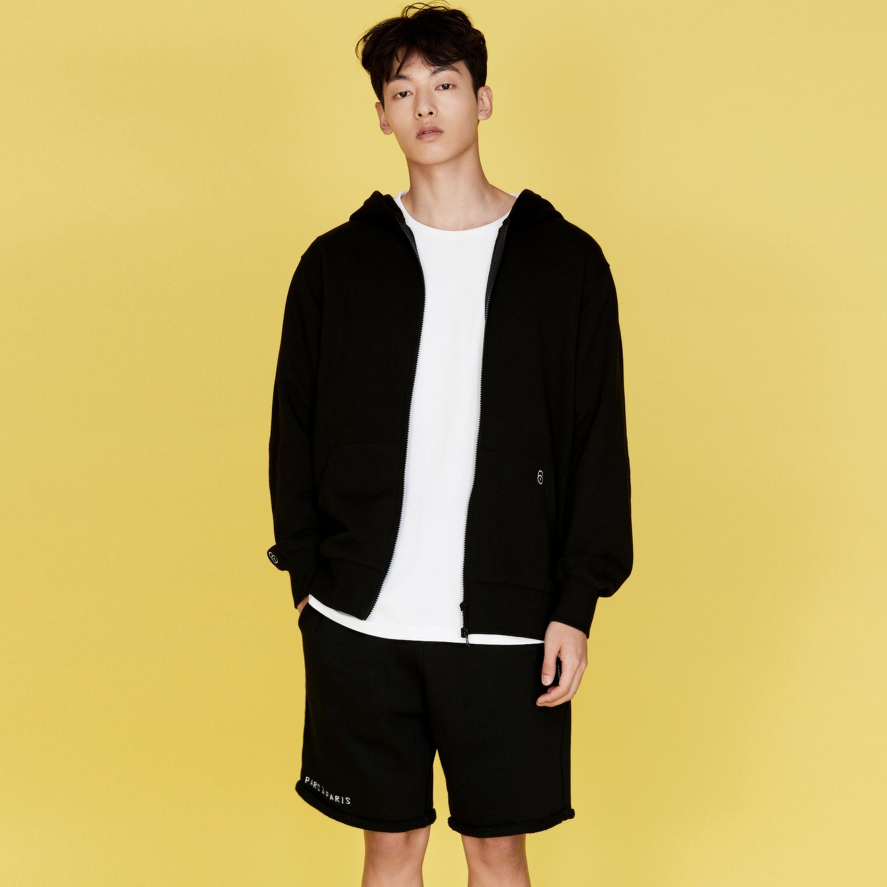 QUATRE BLACK SHORT SWEAT PANTS